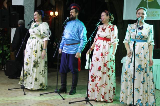 Для гостей выступил казачий ансамбль «Покров».