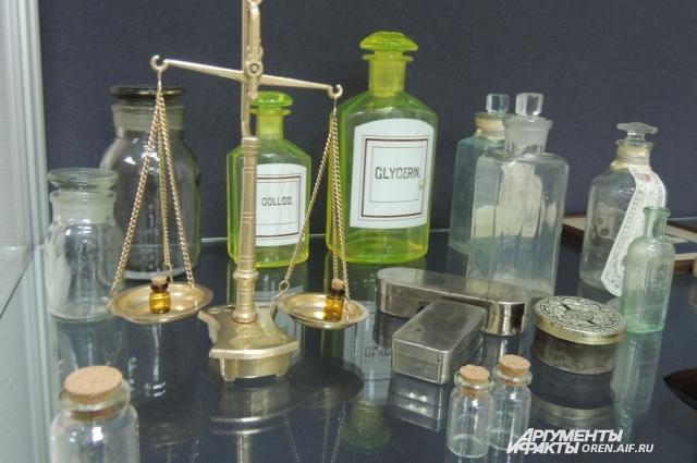 Мыло, настои на травах, шампуни раньше можно было приобрести только у аптекарей.