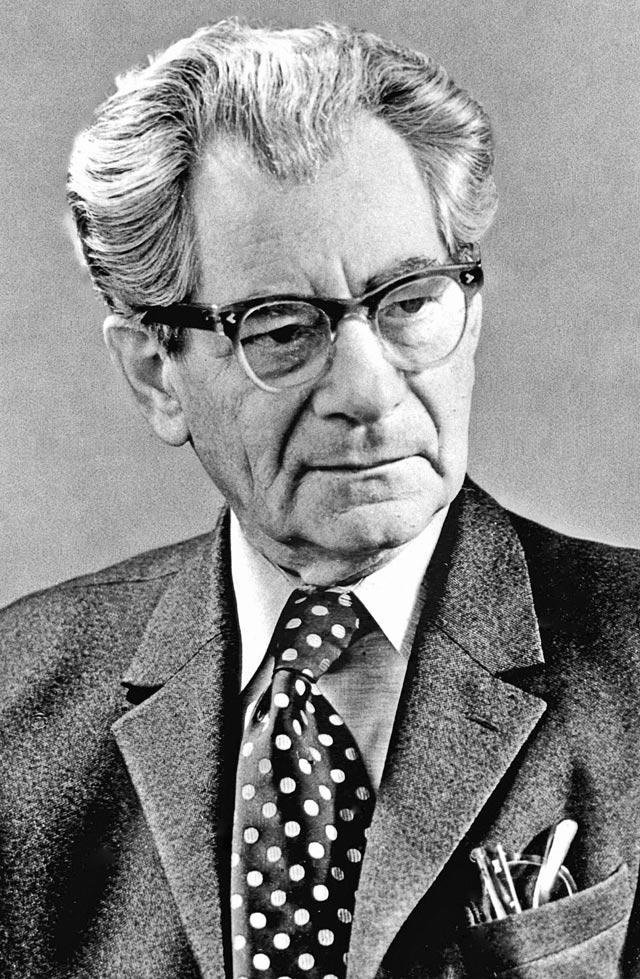 Фотокорреспондент Агентства печати Новости (АПН) Макс Альперт (1899-1980).