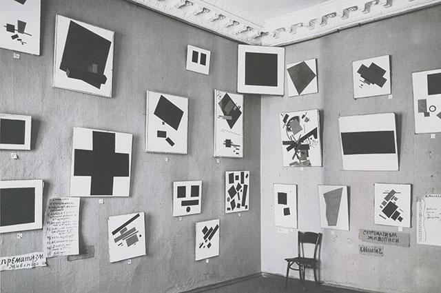 Чёрный квадрат в «красном углу» выставки «0,10», 1915 г.