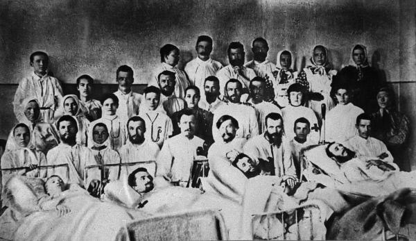 Раненые в больнице Феодосьевского прииска, 1912 год