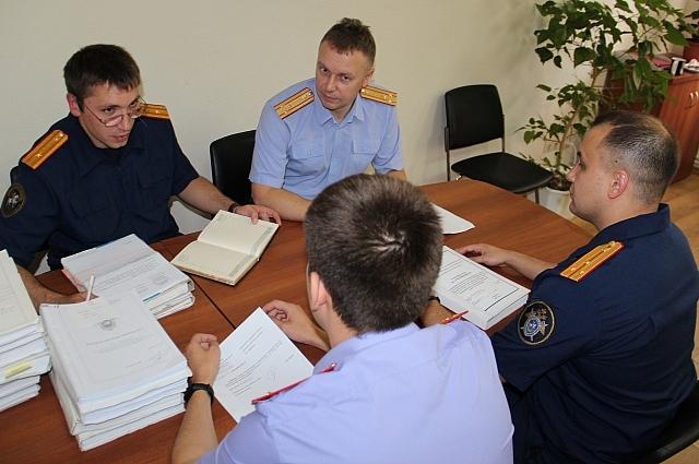 На планёрке в следственном отделе города Калуги, сотрудники разбирают текущие дела.