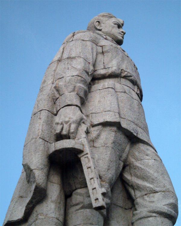 Алёша памятник советскому солдату-освободителю, в болгарском городе Пловдив на холме Бунарджик