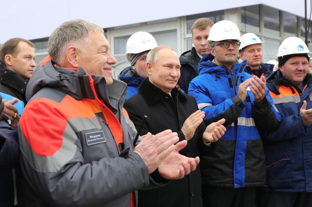 Владимир Путин на церемонии открытия скоростной платной трассы М-11 Москва - Санкт-Петербург в Центре управления дорожным движением.