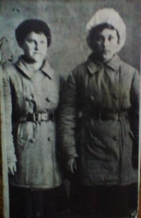 Подруги связистки Нина Хабарова и Валя Залипухина.