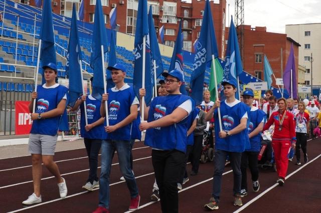 Открытие соревнований началось с парада.