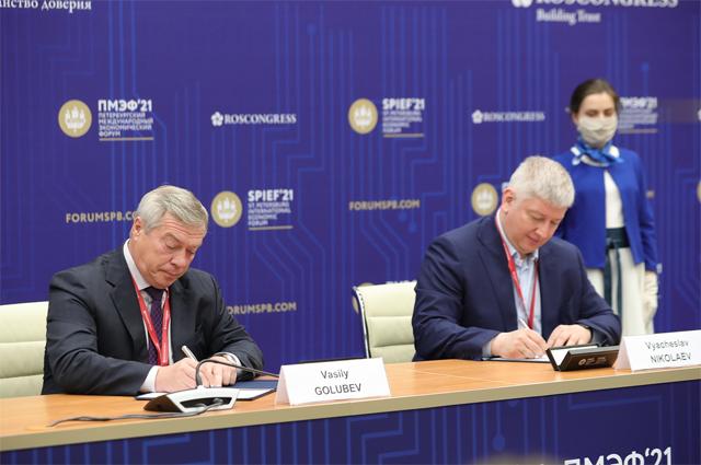 Губернатор Ростовской области Василий Голубев ипрезидент МТС Вячеслав Николаев подписали соглашение осотрудничестве.