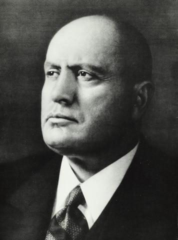 Основатель кинофестиваля итальянский диктатор Бенито Муссолини