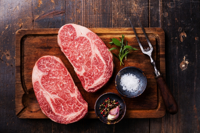 По вкусу мясо - мечта любого гурмана: стейки без жира.
