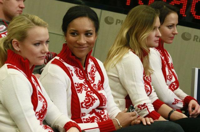 Александра Саитова, Нкеирука Езех, Маргарита Фомина и Екатерина Галкина во время пресс-конференции, посвящённой Чемпионату Европы по кёрлингу, 2013 год