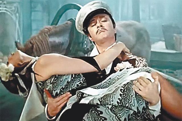Песни из фильма в исполнении Андрея Миронова скоро стали шлягерами.