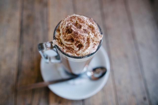 Французы предпочитают горячий шоколад со взбитыми сливками.