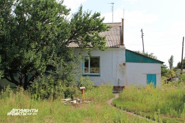 Всего в российском анклаве восемь бывших домов железнодорожников.