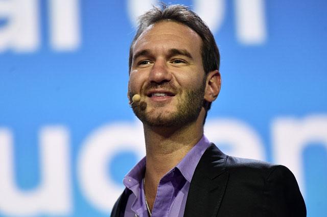 Ник Вуйчич участвует в дискуссионной программе XIX Всемирного фестиваля молодежи и студентов в Сочи.