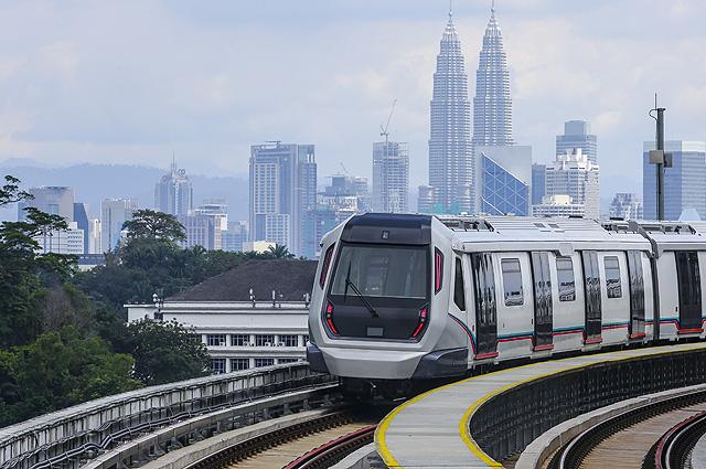 В Куала-Лумпуре есть метро, и имеется наземный монорельс.