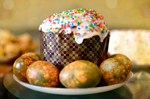 Окрашенные в зеленке яйца приобретают бриллиантовый оттенок.