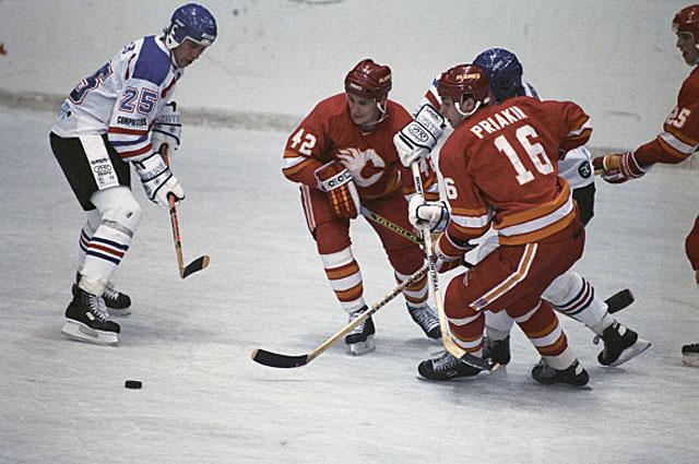 Сергей Пряхин № 16 в матче между командами Крылья Советов и Калгари Флеймз . 1989 год
