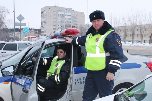 Старший лейтенант полиции Сергей Макаров и лейтенант полиции Николай Жигулев.