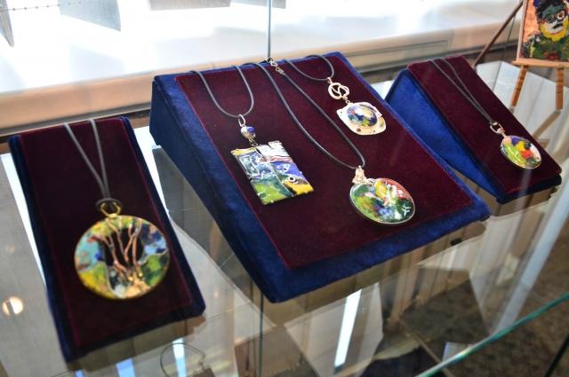 Работы Юрия хранятся в музеях и частных коллекциях.
