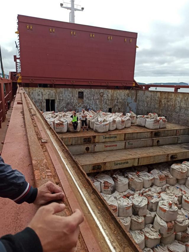 Цемент попадает на Камчатку морским путём.