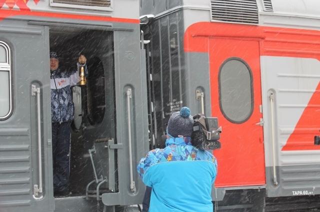 Оренбург встретил огонь XXII Олимпийских зимних игр на Привокзальной площади