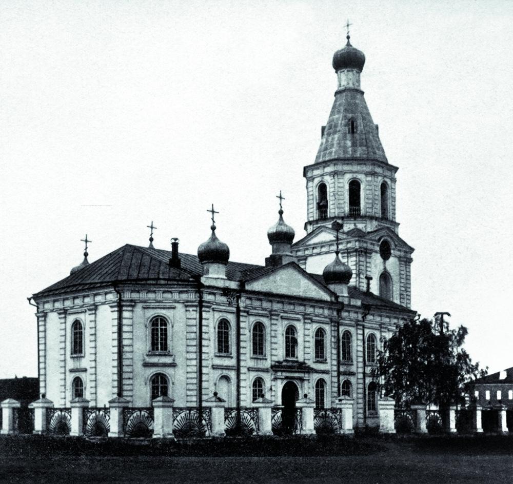 Есть версия, что изначально Воскресенский собор должен был располагаться в другом месте.