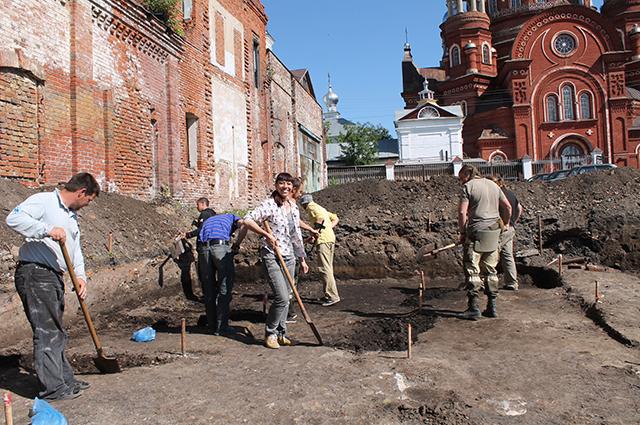 Быть археологом - работа непростая, но увлекательная.