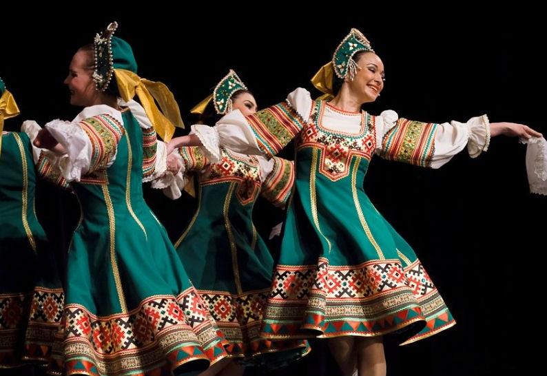 Воронежские девчата споют и спляшут.