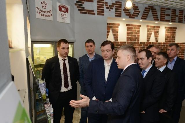 ыставАлексей Островский на открытии павильон смоленской продукции в Москве.