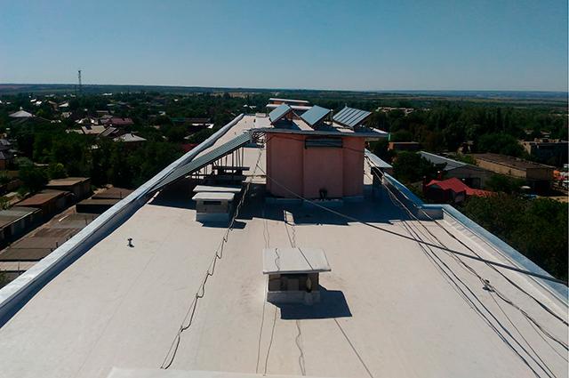 В этом году в доме №101 по Баклановскому проспекту в городе Новочеркасске Ростовской области за счет кредитных средств выполнили капремонт крыши.