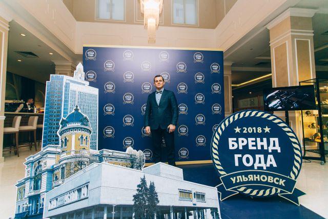 """Особой популярностью у гостей праздника пользовалась фотозона: директор по продажам торговой марки """"Волжские просторы"""" Евгений Кшнякин."""