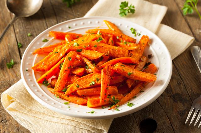 Жареная морковь с травами