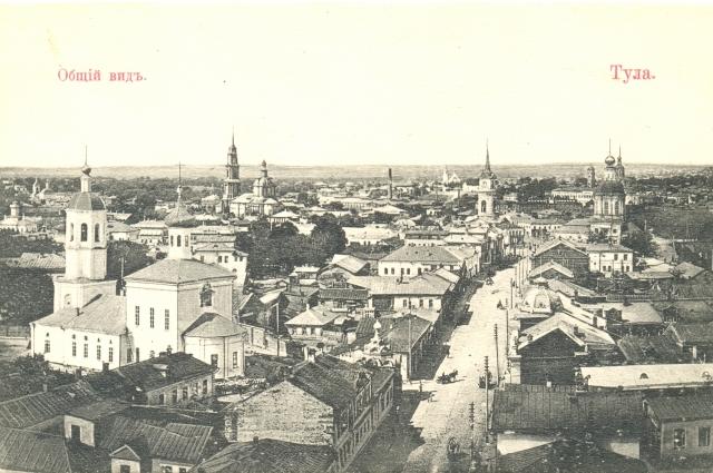 Покровская церковь (на снимке слева). Фото начала XX века