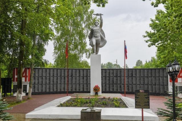 В райцентре реконструировали мемориал воинам, освобождавшим Глинку от фашистов.