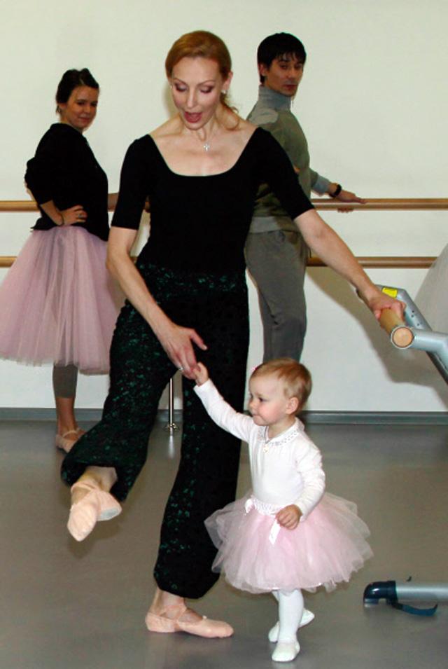 Балерина Илзе Лиепа с дочерью Надей. 2011 год