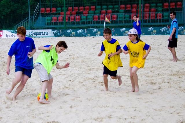 После обучения под руководством профессиональных тренеров взрослые и дети приняли участие в состязаниях по каждому виду спорта.