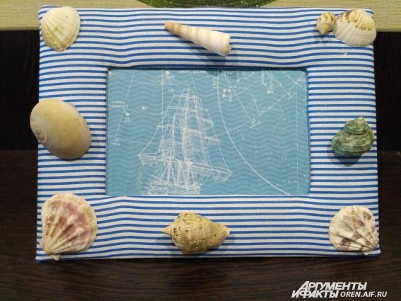 Морская рамка с использованием собранных на море ракушек.