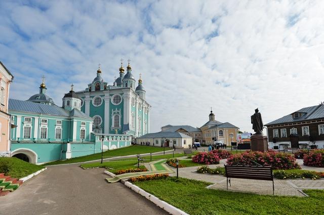 Успенский собор в Смоленске - одно из самых красивых мест в городе.