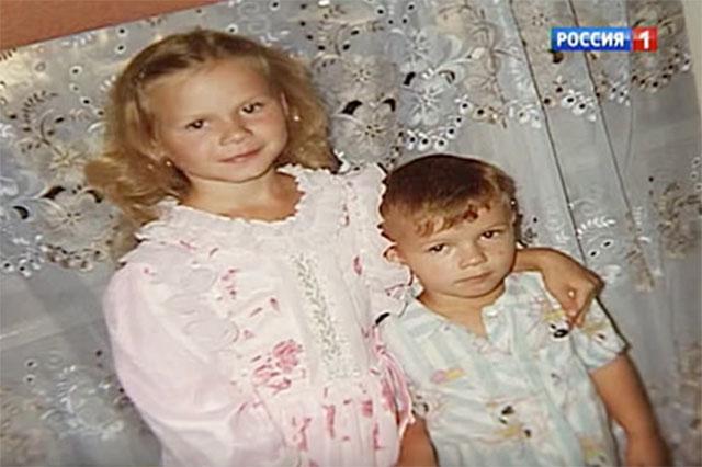 Женя Табаков с сестрой.