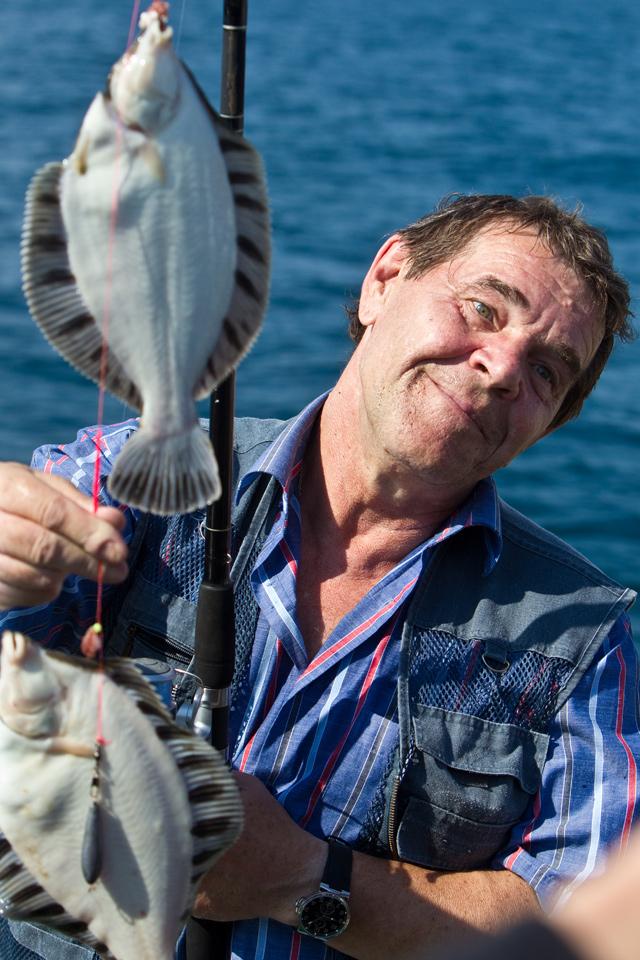 Алексей Булдаков на рыбалке в акватории залива Анива.