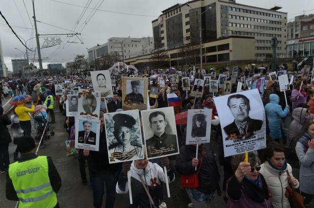 Колонна прошла от Октябрьской площади до Театра-Театра.