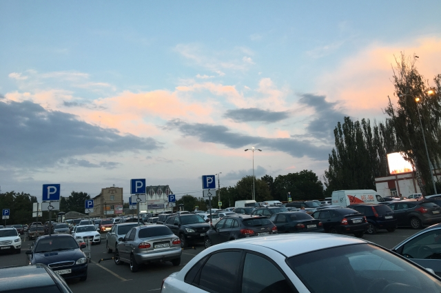 Часто автолюбители не могут найти свою машину на парковках.