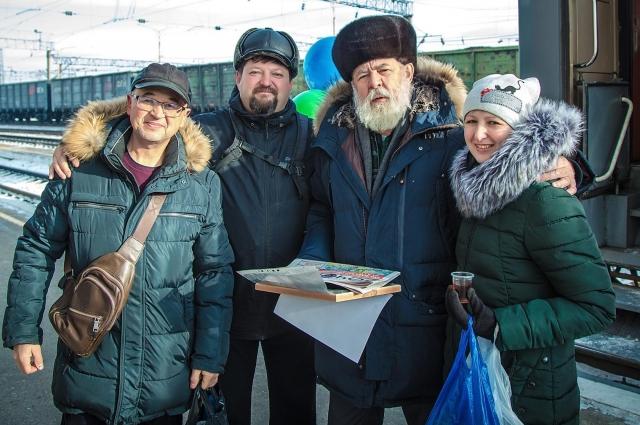 М.Константинов на фото третий слева.