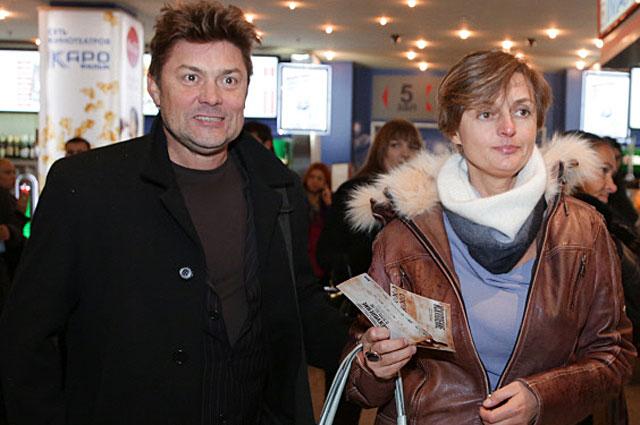 Сергей Белоголовцев с супругой Натальей перед началом премьеры фильма Александра Прошкина Искупление . 2012 год