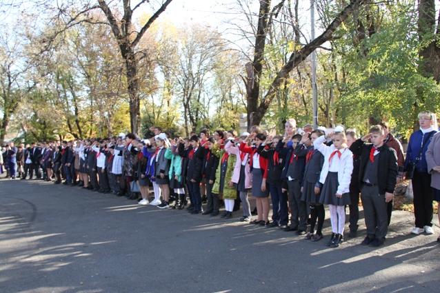 В Труновском много школьников-пионеров.