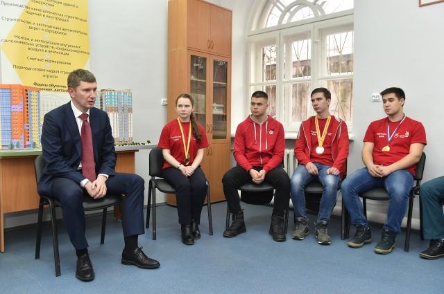 Губернатор пообщался с победителями соревнований.
