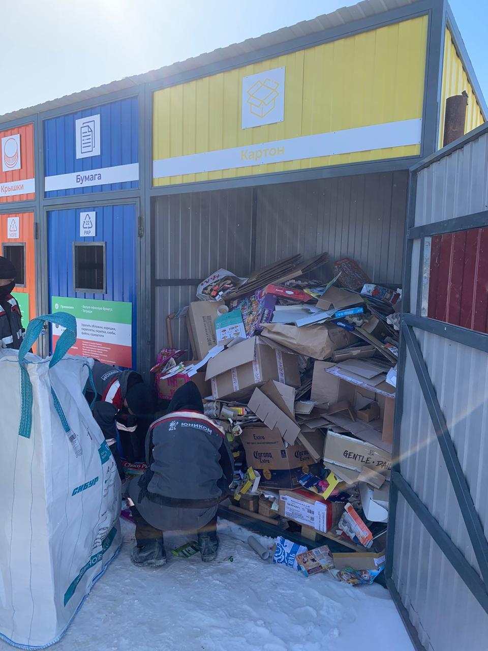 Все отходы сортируются вручную.