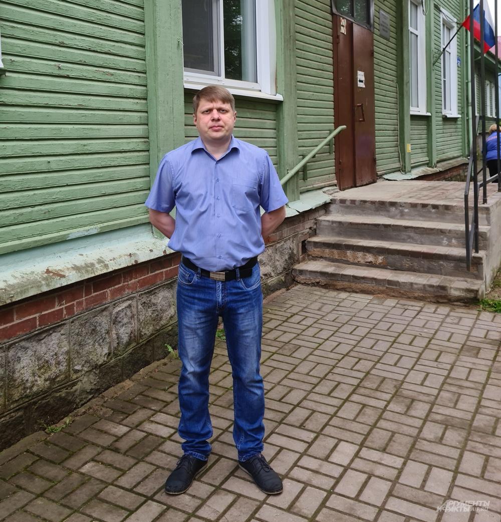 Зам.директора гимназии с изучением эстонского языка Олег Кузьминых.
