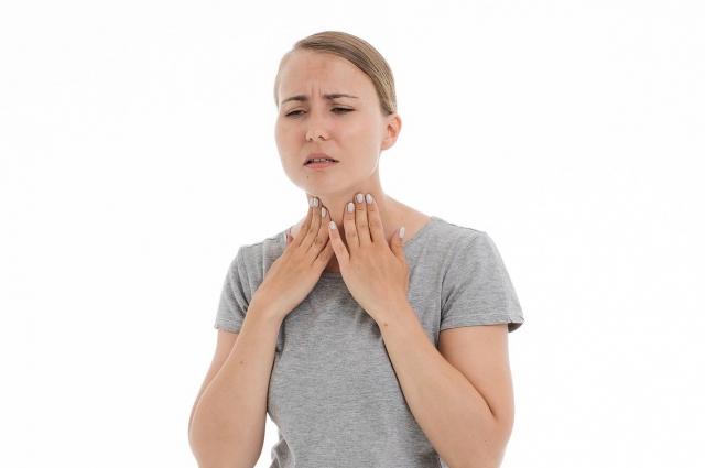 Должна насторожить длительная, непроходящая, неподдающаяся лечению осиплость голоса.