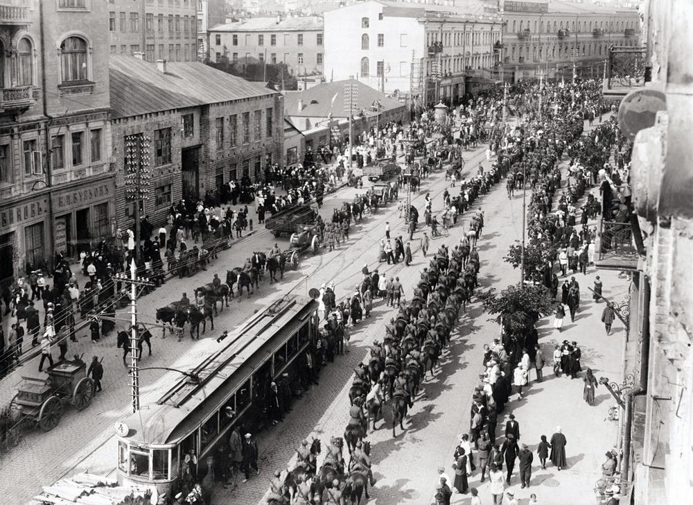 Польские войска вступают в Киев. Крещатик, 1920.